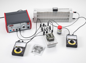 Voltage transformation with a transformer under load