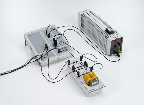 Recording the voltage and current of a transformer under load as a function of time