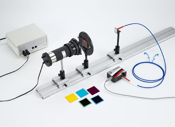 Absorption spectra of tinted glass samples - Recording and evaluating with a spectrophotometer